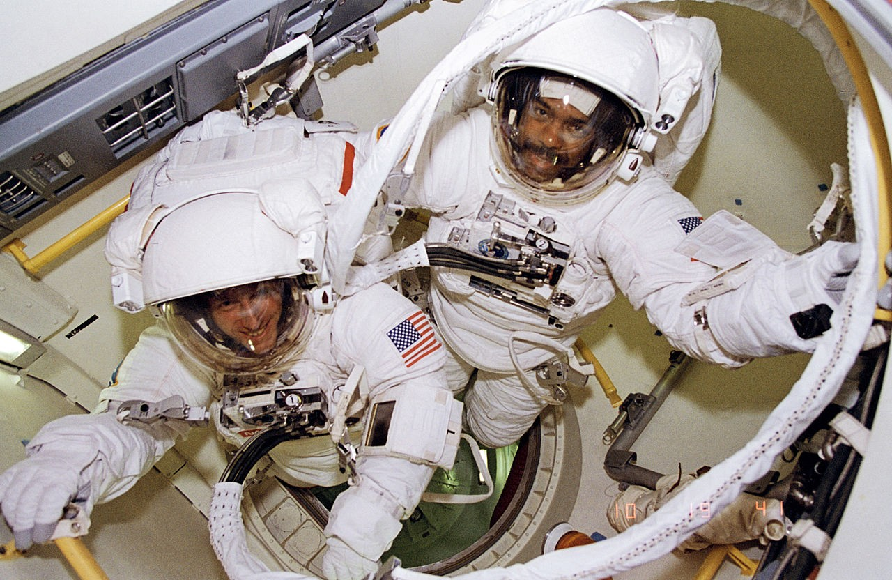1280px-bernard_harris_and_michael_foale_prepare_to_leave_airlock_-_gpn-2006-000022.jpg