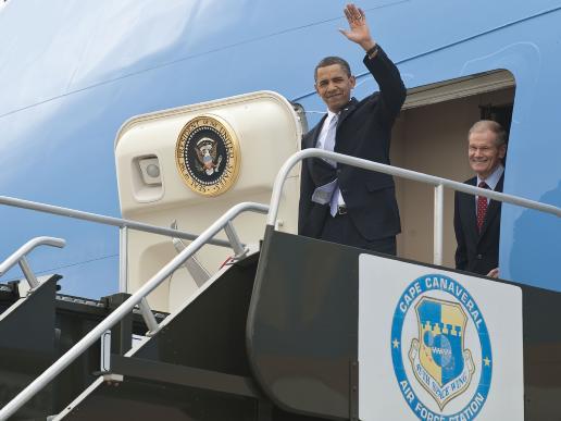 444666main_obama-ksc-arrival_516-387.jpg
