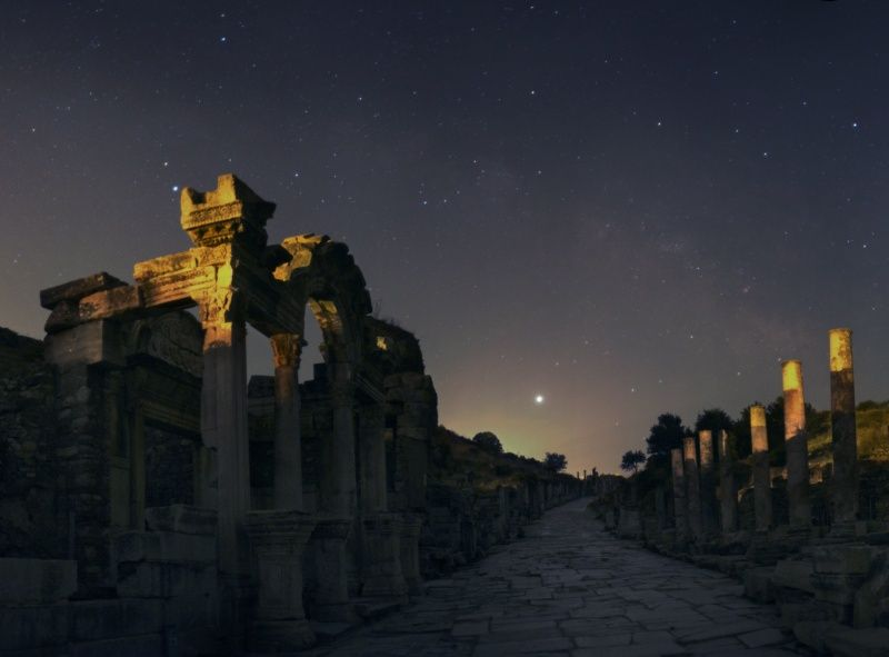 EphesusHadrianus_center.jpg
