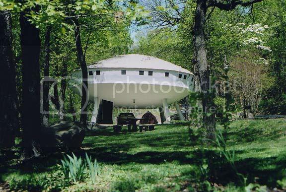 UFO_house0508a.jpg